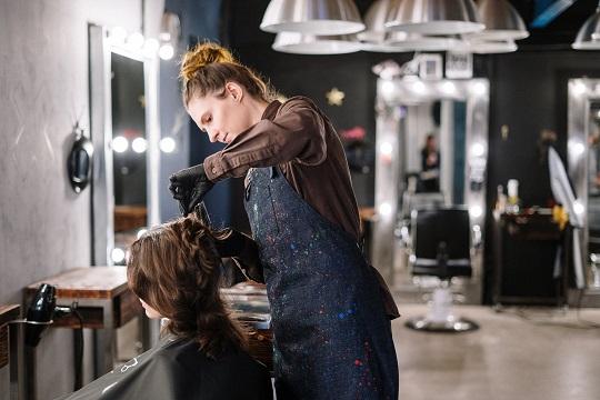 Verkauf der C&M Company GmbH an die Hair&More Friseurbetriebe GmbH